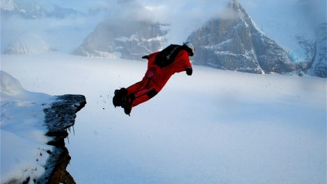 wing suit, base jump, parachutisme